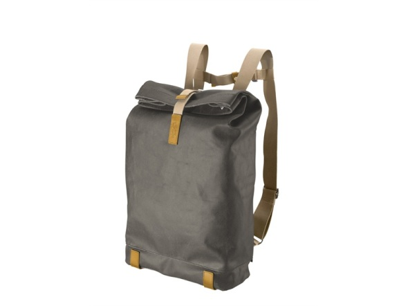 pickwick_backpack_mud_grey_-_front_w800_h600_vamiddle_jc95